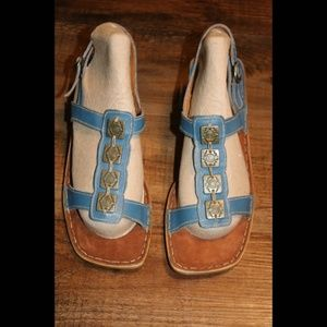 Tsonga Size 10 Blue Sandals With 2 Inch Heels New